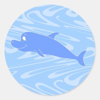 Delfín azul en modelo ondulado pegatina redonda