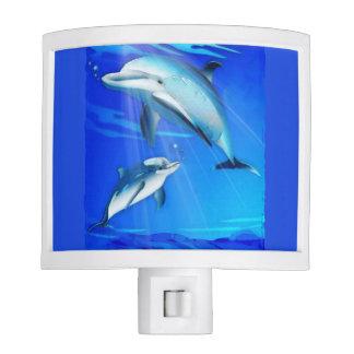 Delfín de la mamá y del bebé