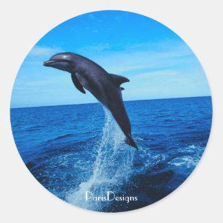 Delfín de la nariz de la botella pegatina redonda