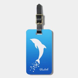 Delfín de salto blanco con la etiqueta del etiquetas de equipaje