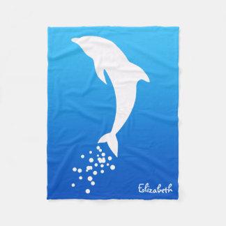 Delfín de salto blanco con la manta de las manta de forro polar