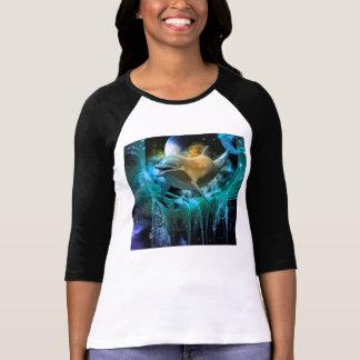 Delfín en el universo camisetas