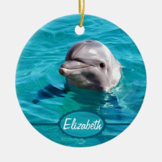 Delfín en foto del agua azul adorno navideño redondo de cerámica