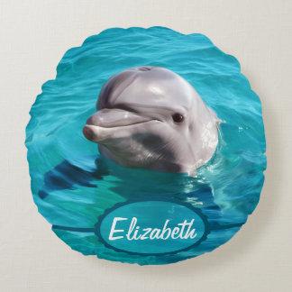 Delfín en foto del agua azul cojín redondo