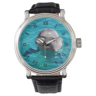 Delfín en foto del agua azul relojes de mano