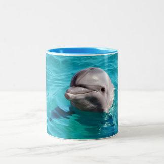 Delfín en foto del agua azul taza de café de dos colores