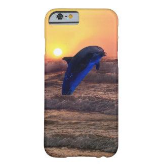 Delfín en la puesta del sol funda para iPhone 6 barely there