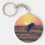 Delfín en la puesta del sol llavero