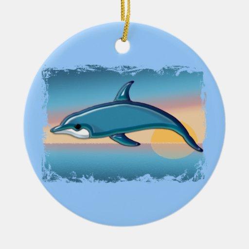 Delfín en la salida del sol adorno navideño redondo de cerámica