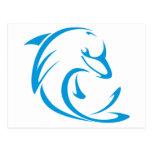 Delfín feliz en estilo del dibujo del oscilación tarjeta postal