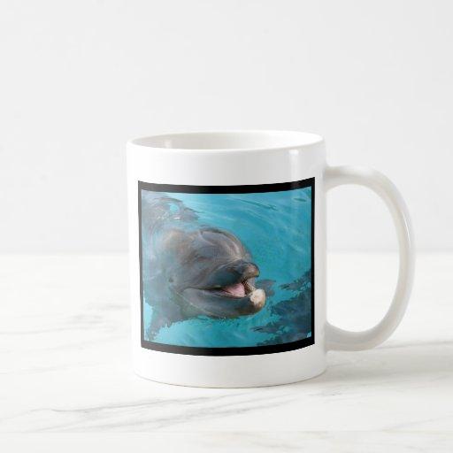 Delfín feliz taza