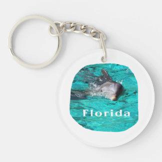 delfín que sale del agua clara la Florida del Llavero Redondo Acrílico A Doble Cara