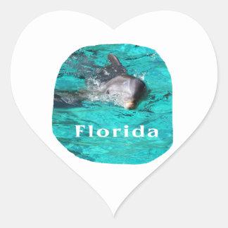 delfín que sale del agua clara la Florida del Pegatina En Forma De Corazón