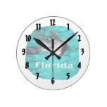 delfín que sale del agua clara la Florida del trul Reloj De Pared