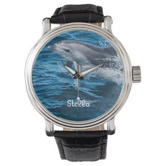 Delfín que salpica el reloj personalizado
