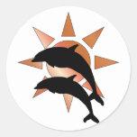 Delfín soleado pegatina redonda