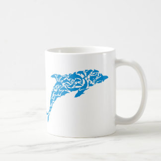 Delfínes azules que forman una forma linda del taza