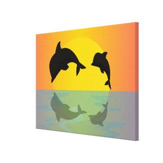 Delfínes de Frollocking en la puesta del sol Impresión En Lienzo