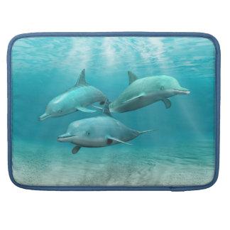 Delfínes de la natación funda macbook pro
