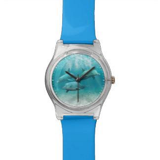 Delfínes de la natación reloj de mano