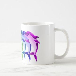 Delfínes del arco iris taza