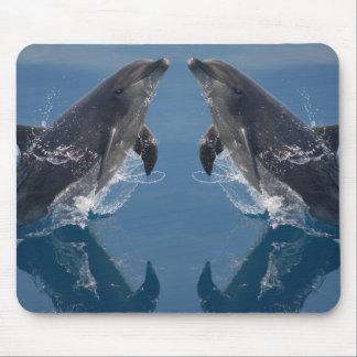 Delfínes dobles alfombrilla de raton