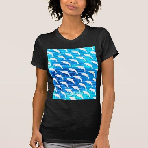 Delfínes en el hielo camisetas