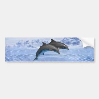 Delfínes en el mar azul claro pegatina para auto