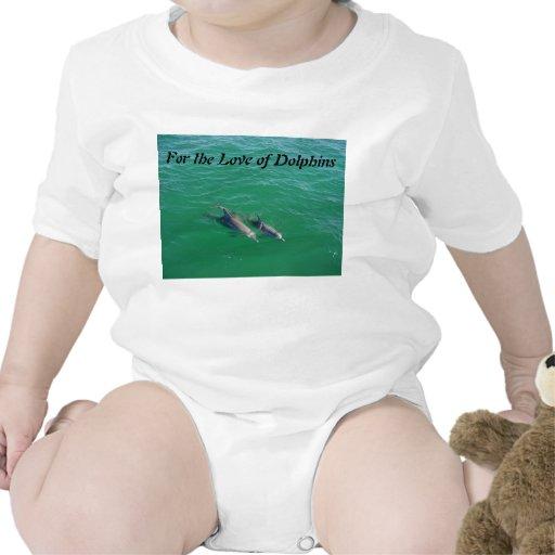 Delfínes en el mar camiseta