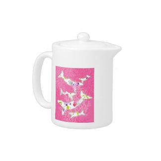 Delfínes en fondo rosado floral