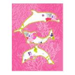 Delfínes en fondo rosado tarjeta postal