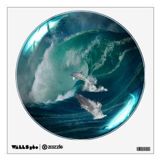 Delfínes en la etiqueta de cristal de la pared de