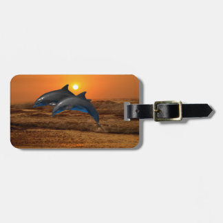 Delfínes en la puesta del sol etiquetas de maletas