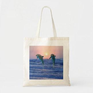 Delfínes en la salida del sol bolsa tela barata