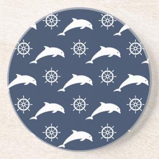 Delfínes en modelo del desfile posavasos para bebidas