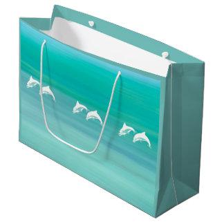 Delfínes juguetones y felices en el océano del bolsa de regalo grande