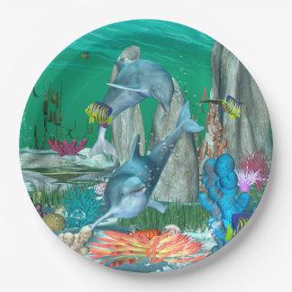 Delfínes que juegan divertidos con otros pescados plato de papel 22,86 cm