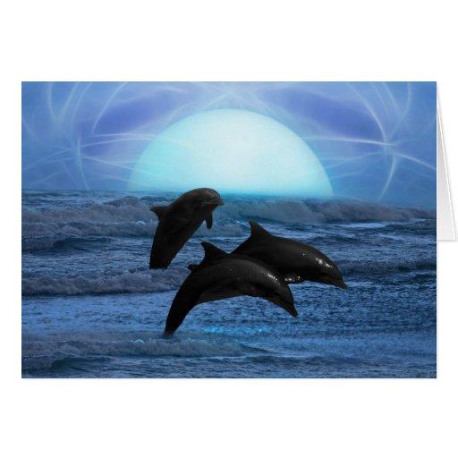 Delfínes que juegan en el claro de luna tarjeta de felicitación
