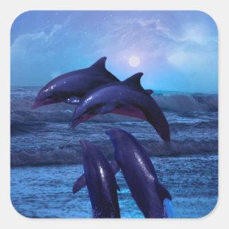 Delfínes que juegan en el océano calcomania cuadrada personalizada