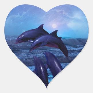 Delfínes que juegan en el océano calcomania de corazon personalizadas