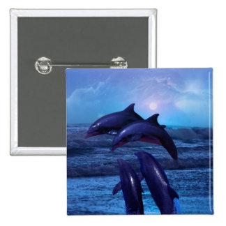 Delfínes que juegan en el océano pin