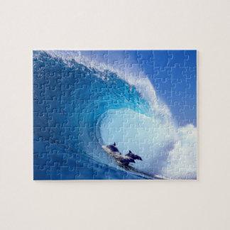 Delfínes que practican surf puzzle con fotos
