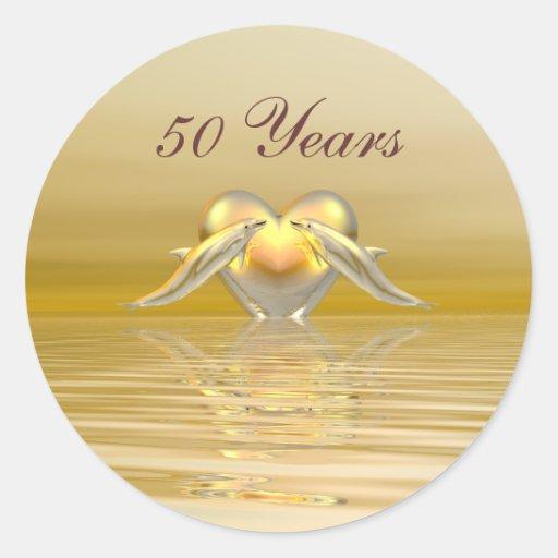 Delfínes y corazón de oro del aniversario pegatinas redondas