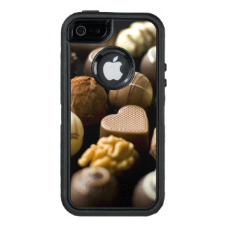 Delicious chocolate pralines OtterBox iPhone 5/5s/SE case