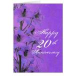 Delphinium púrpura a la tarjeta del aniversario de