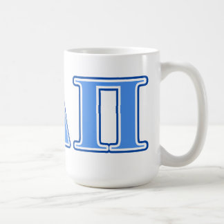 Delta alfa letras azules claras y azul marino del taza básica blanca