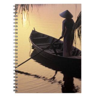 Delta de Asia, Vietnam, el Mekong, Can Tho. Iguala Spiral Notebook
