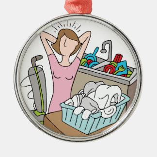 Demasiada mujer de las tareas adorno redondo plateado