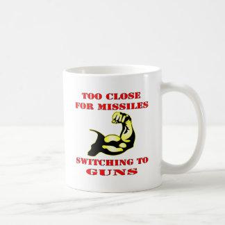 Demasiado cerca para los misiles que cambian a los taza de café