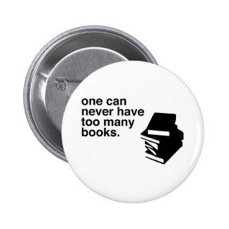 demasiados libros pin redondo de 2 pulgadas